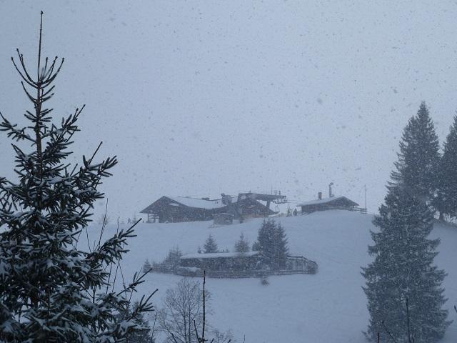 Buchenbergalm und Bergstation der Buchenbergbahn im Schneetreiben