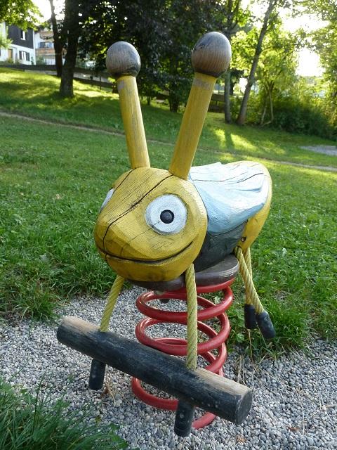 Bienenspielplatz Seeg - Bienenwipptier