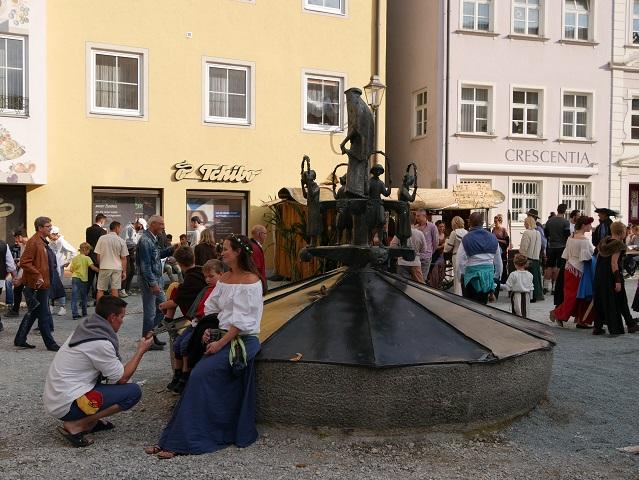 Familie am Tänzelfestbrunnen