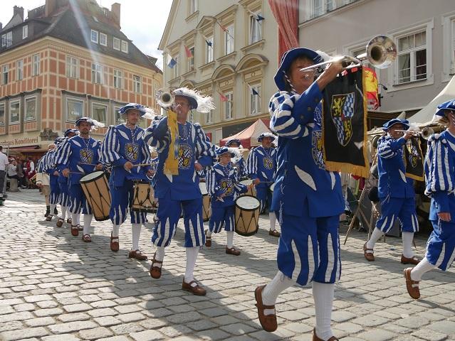 Fanfarenzug Bretten bei der Eröffnung zum historischen Lagerleben auf dem Tänzelfest 2017