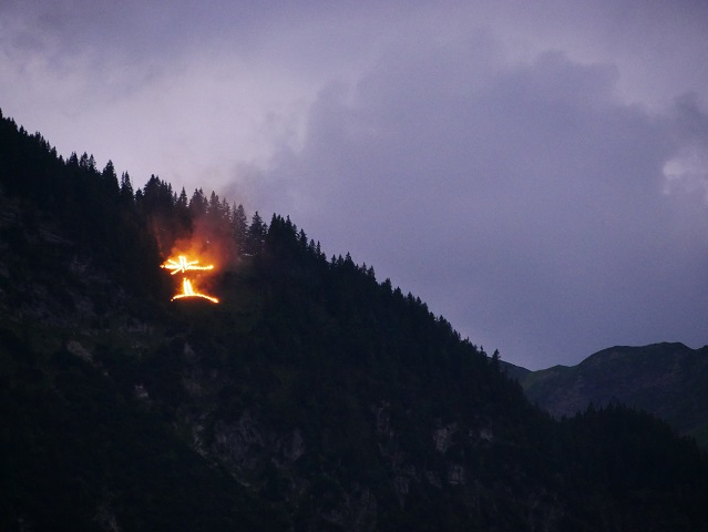 Herz-Jesu-Feuer am Neunerköpfle