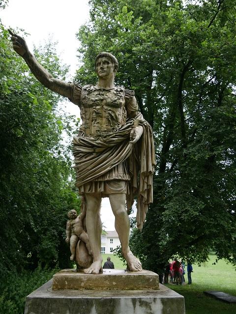 Kaiser Augustus-Statue auf dem ehemaligen Forum des römsichen Cambodunum (Replik)