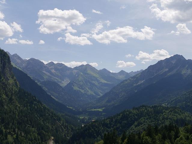 Panoramablick in die Allgäuer Hochalpen vom Schanzenkopf der Heini-Klopfer-Schanze in Oberstdorf