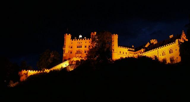 Schloss Hohenschwangau bei Nacht