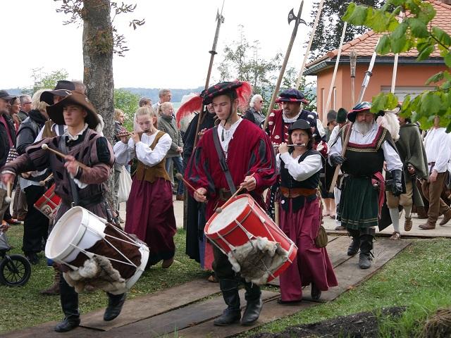 Landsknechte und Trommler beim Einzug zu Anno 1525 in Bad Grönenbach 2017