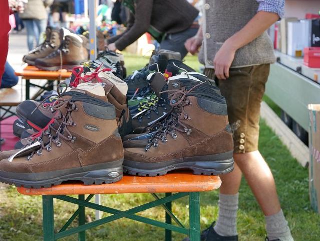 Schuhe auf dem Krämermarkt