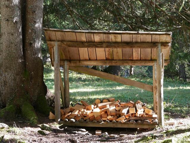Holzvorrat beim Grillplatz am Erlebnisweg Uff d'r Alp