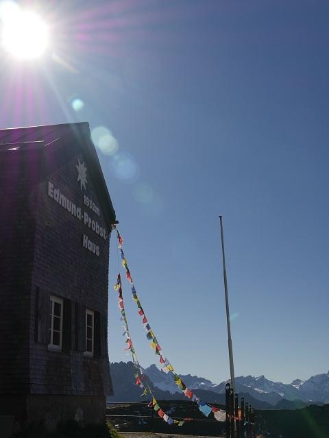 Blick auf das Edmund-Probst-Haus an der Nebelhorn-Bergstation