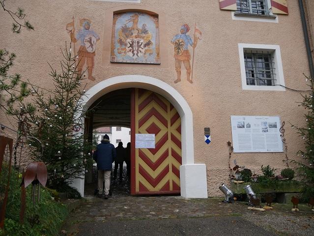 Eingang zum Schloss Kronburg im Unterallgäu