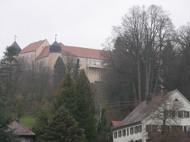 Schloss Kronburg vom Parkplatz aus gesehen