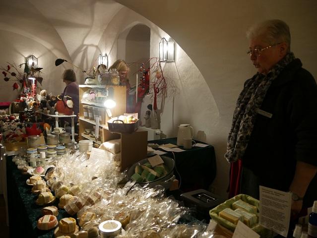 Weihnachtsmarkt Schloss Kronburg - Stand mit handgemachten Seifen