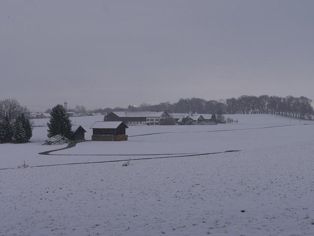 Blick von Südosten auf Marktoberdorf im Schneetreiben