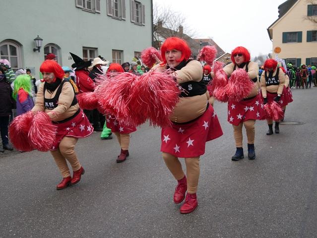 AH Untrasried - tanzende Cheerleader auf dem Faschingsumzug Obergünzburg 2018
