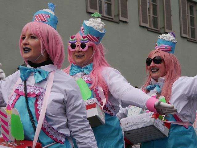 Eistörtchen beim Tanz auf dem Faschingsumzug Obergünzburg 2018