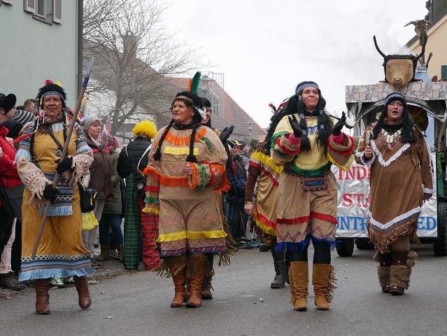 Indianerinnen aus Untrasried auf dem Faschingsumzug Obergünzburg 2018