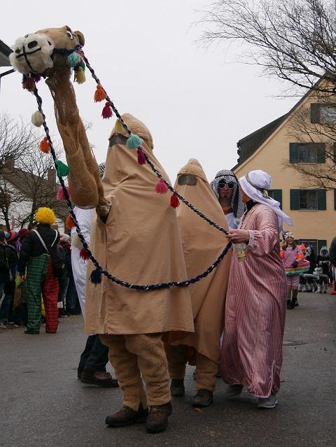 Kamel mit Scheichs auf dem Faschingsumzug Obergünzburg 2018