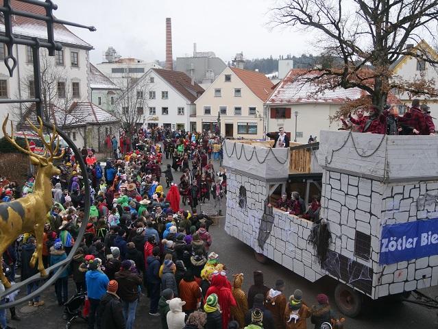 buntes Treiben auf dem Obergünzburger Faschingsumzug 2018