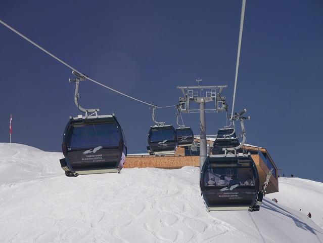 Einfahrt zur Bergstation der IfenBahn im Winter