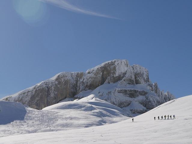 Schneeschuhwanderer vor dem Gipfel des Hohen Ifen