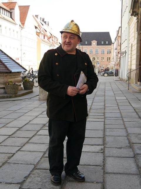 Feuerwehrmann Christoph Heider bei der Führung Feuer und Flamme