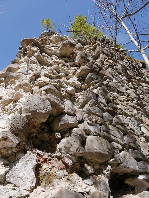 Mauerrest der Nesselburg an der Alpspitz