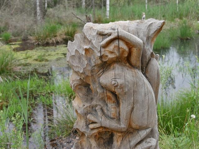 Frosch-Skulptur im Werdensteiner Moos