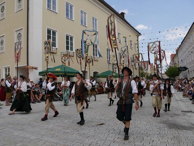 Die Zünfte auf dem Festumzug beim Frundsbergfest Mindelheim 2018