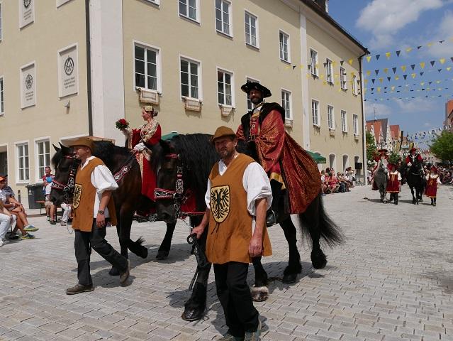 Kaiser Karl V und Isabella von Portugal beim Festumzug auf dem Frundsbergfest