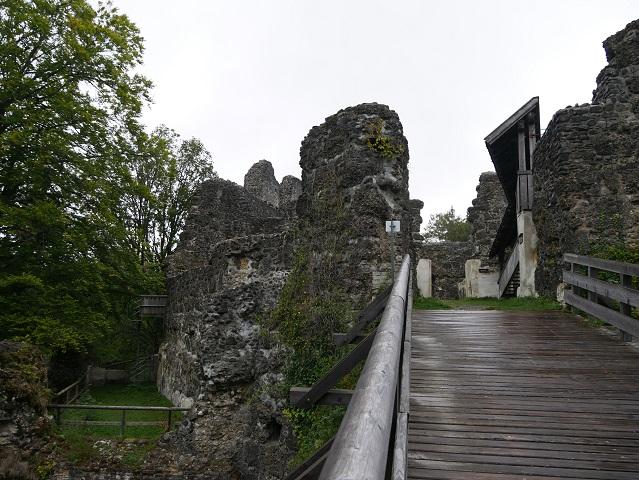 Holzbrücke zur Ruine Alttrauchburg