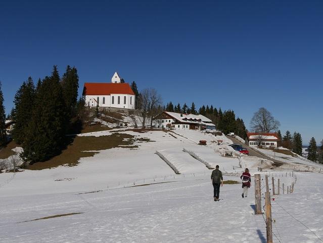 Kirche und Gaststätte auf dem Auerberg