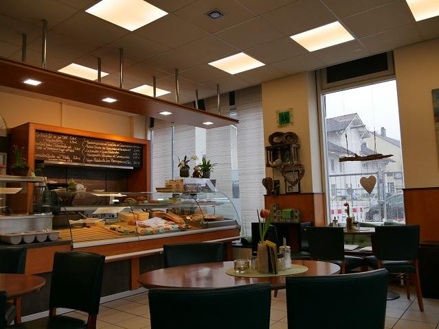 Café Lausfehl in Marktoberdorf - Blick auf die Theke