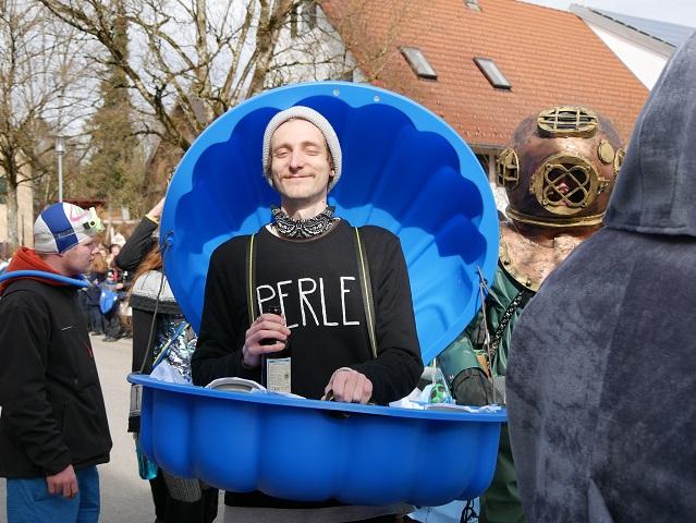 Faschingsumzug Obergünzburg 2019 - Perle in blauer Muschel