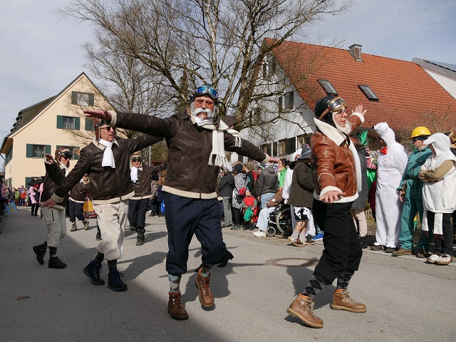 Faschingsumzug Obergünzburg 2019 - tollkühne Flieger beim Tanzen
