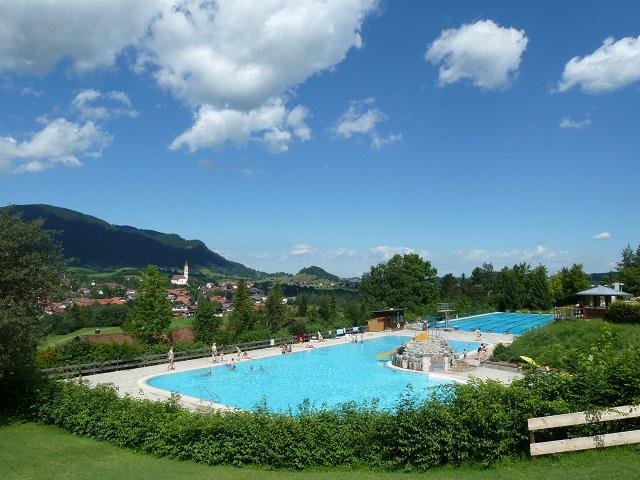 das Alpenbad Pfronten im Sommer