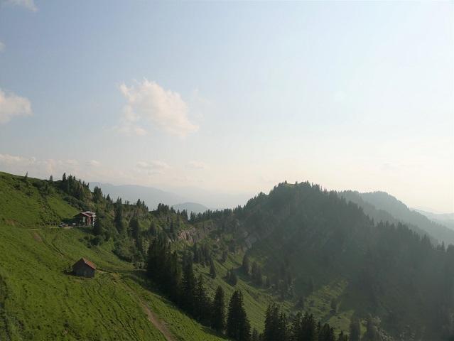Blick aus einer Gondel der Hochgratbahn aufs Staufner Haus und den Seelekopf