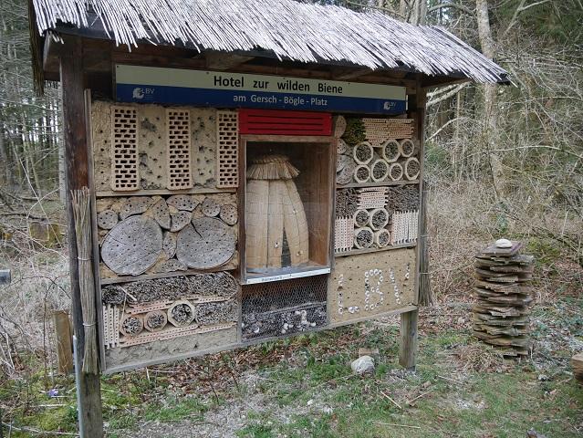 großes Insektenhotel im Königsberger Forst