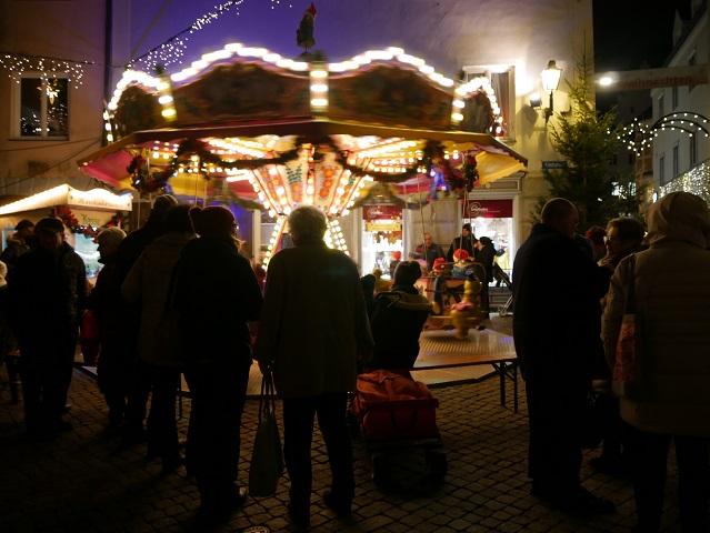Kinderkarussell auf dem Weihnachtsmarkt Kaufbeuren