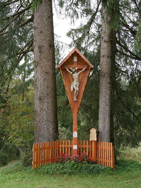 Das Koppenkreuz im Wald bei Rieden