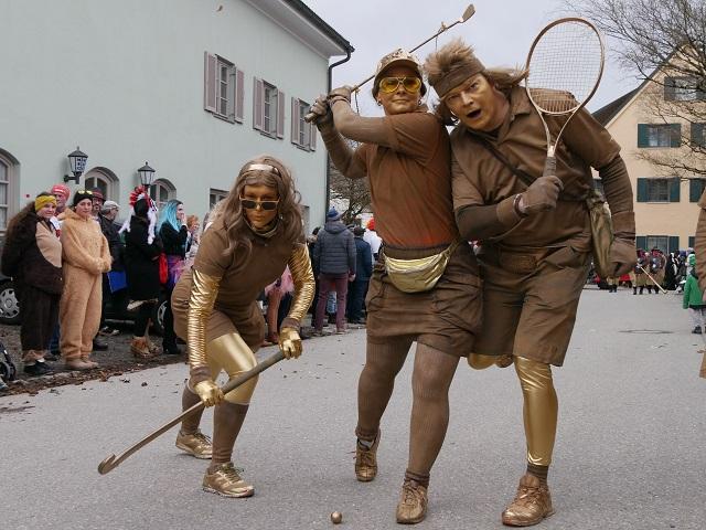 Olympische Posen auf dem Faschingsumzug Obergünzburg 2020
