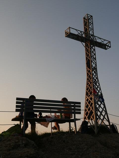 romantisches Picknick unterm Gipfelkreuz