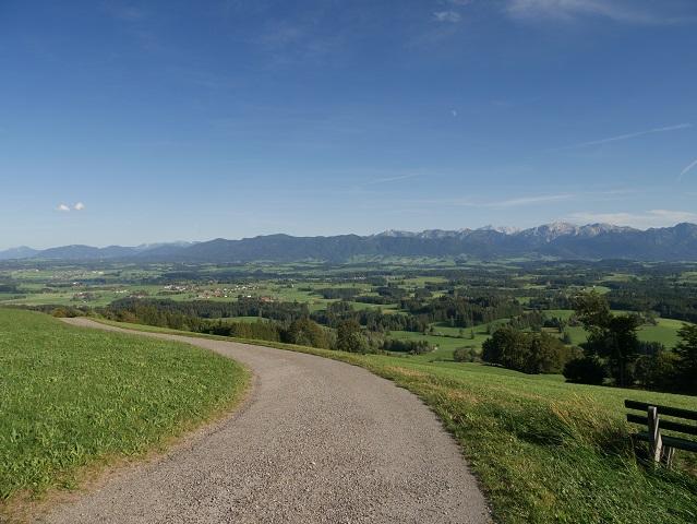 Panoramablick vom Prälatenweg am Auerberg