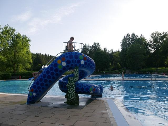 Schwimmbecken im Freibad am Sonnenbüchl in Bad Wörishofen