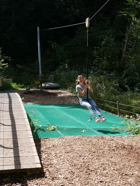 Seilrutsche am Abenteuerspielplatz in der Oberen Hausbachklamm