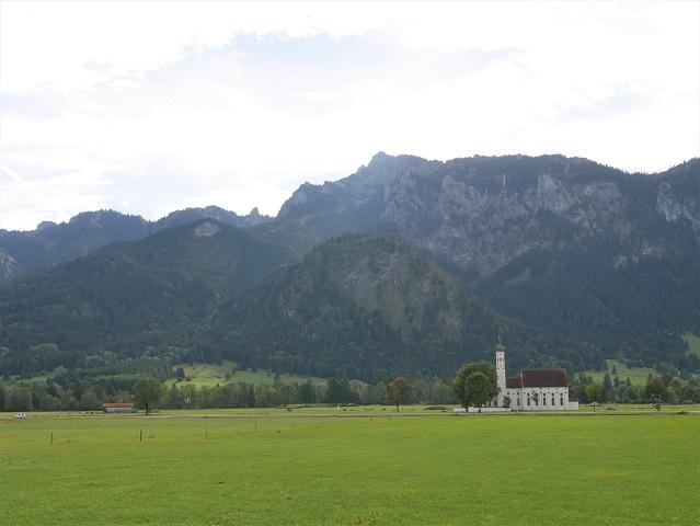 Blick auf die Kirche St. Colomann bei Schwangau
