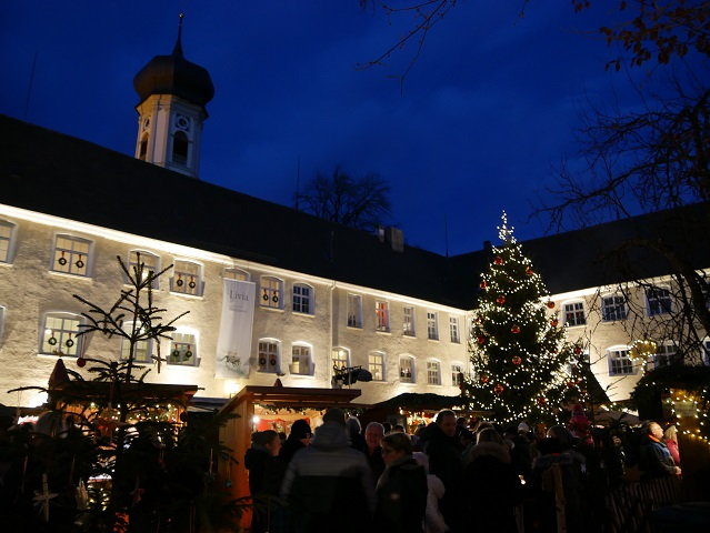 Weihnachtsmarkt Isny im Schlosshof