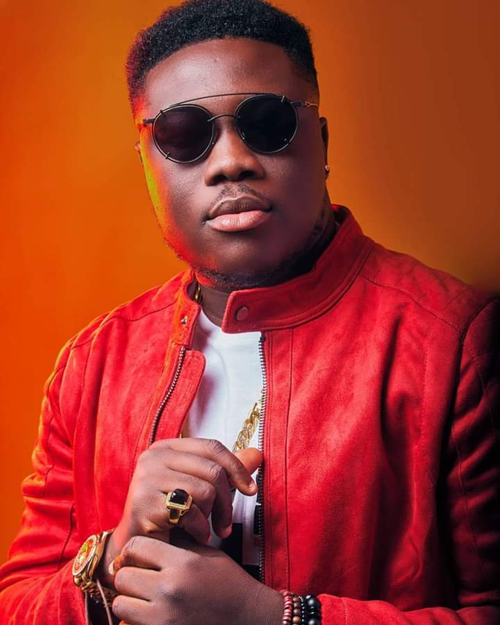 Since September last year, Jennifer Lomotey hitmaker, Kurl Songx, has been giving hints of a not so good a relationship with the boss of Highly Spiritual, Kaywa, indicating that the label is not giving him much attention.