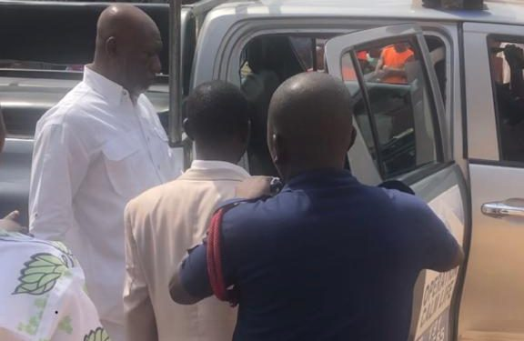 Police in the Ashanti Region has rearrested the head pastor of Open Arms Ministries, Apostle Kofi Nkansah Sarkodie, for once again holding a church service despite the ban on religious activities because of the novel coronavirus pandemic.