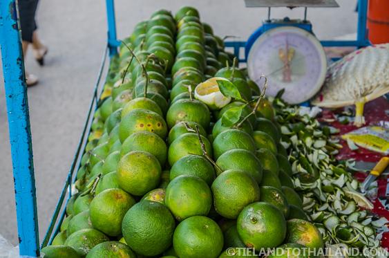 Thai Oranges Ron Kluea Market