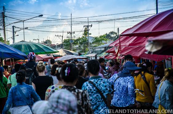 Thai border market crowds in Sa Kaeo