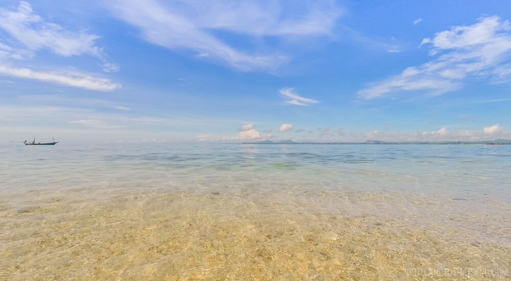 Crystal clear waters of Koh Khai, off the coast of Chumphon, Thailand